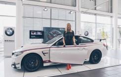 Andreea Bănică conduce unicul BMW M4 DTM Champion Edition din România