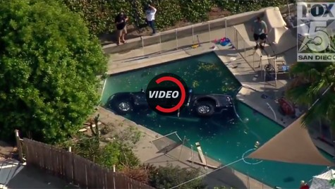 Ford la apă! Un F-150 Raptor a aterizat în piscină