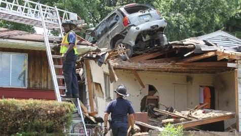 Cu mașina pe acoperiș – Accidentul care a trezit tot cartierul