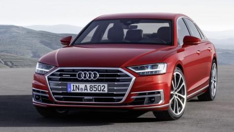 Audi A8 primește o suspensie inteligentă. Ce face când cineva vrea să urce în mașină?