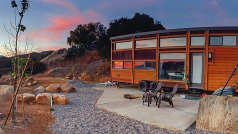 Cum arată casa pe roţi în care pot dormi 10 persoane