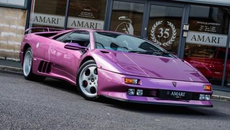Mașina lui Jay Kay de la Jamiroquai e de vânzare. Cât ai da pe un Lamborghini Diablo violet?
