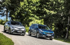 Kia Niro 1.6 GDI HEV DCT vs Toyota C-HR 1.8 VVT-i Hybrid: Chintă royală