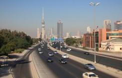 Arde autostrada în Kuweit! Au fost 70 de grade Celsius la soare!