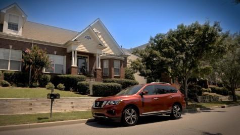 Nissan Pathfinder claxonează întotdeauna de două ori ca să nu-ți uiți copilul în mașină