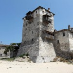 Turnul de la Ournaoupoli, un loc încărcat de istorie și vizitat de Opel Zafira.