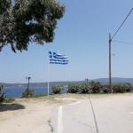 Pe insula Amoulliani, un loc cald, cu străduțe înguste, pe unde Opel Zafira se poate strecura fără probleme.