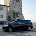 Turnul de la Ouranoupoli și Opel Zafira. Unul mare, altul măreț. Decideți voi care.