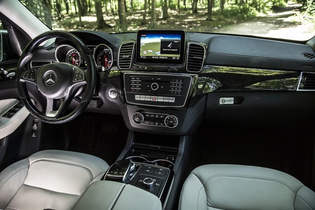 Mercedes-Benz GLE 500 e vs Audi Q7 e-tron (9)