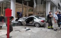Războiul Mercedes – Tesla a început! Un SLK a atacat un showroom Tesla