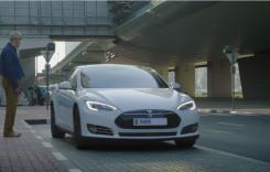 Primele taxiuri autonome Tesla au fost livrate la Dubai
