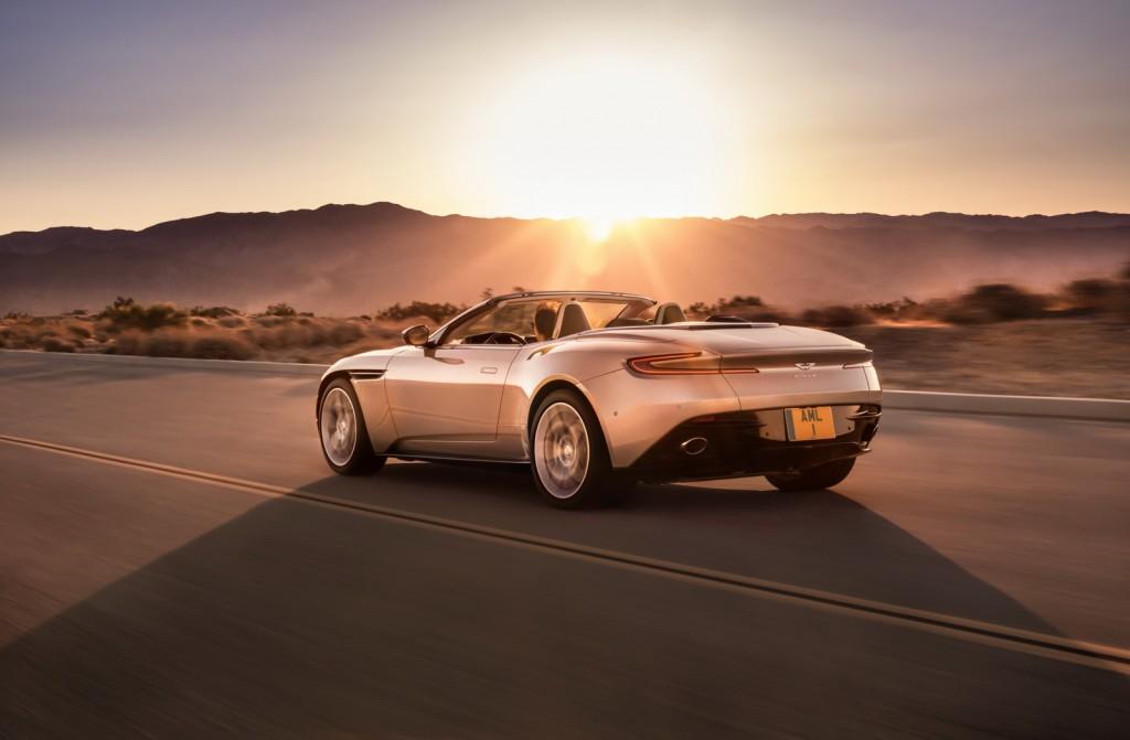 Aston Martin DB11 Volante (5)
