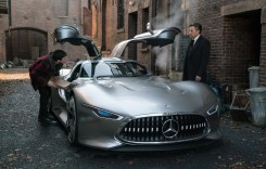 Justice League: Batman conduce un supercar Mercedes