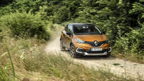 Test drive Renault Captur 120 TCe facelift is not white.