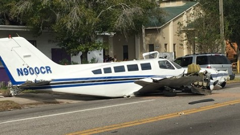 Un avion de mici dimensiuni s-a prăbușit pe o șosea