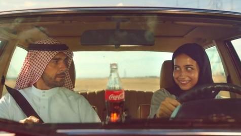 Femeie la volan într-o reclamă difuzată în Arabia Saudită