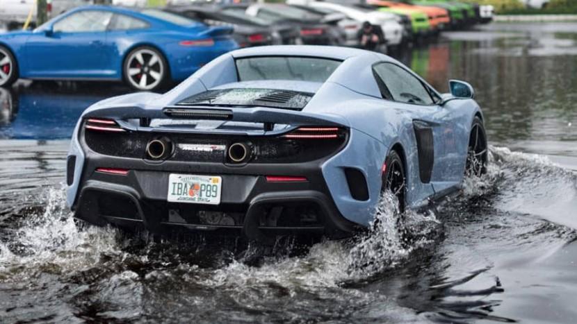 McLaren-675-LT-Spider-Water- (1)