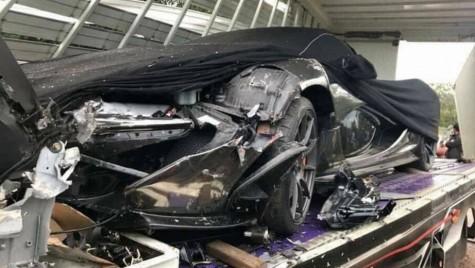 Final destination. Un McLaren P1 făcut praf în camionul care îl transporta