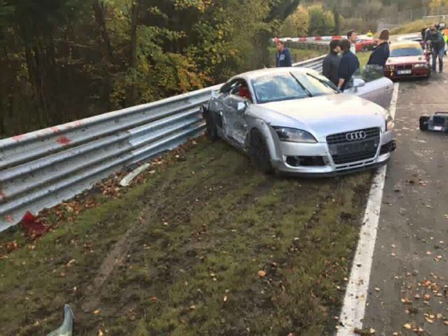 Nurburgring accident în lanț (3)