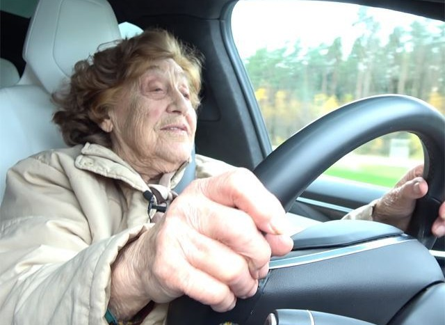 bunica Tesla