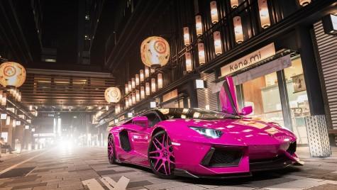 Un Lamborghini roz întoarce capete la Tokyo
