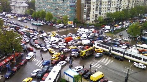 Bucureşti este al treilea oraş din lume şi primul din Europa în privinţa blocajelor înregistrate în trafic