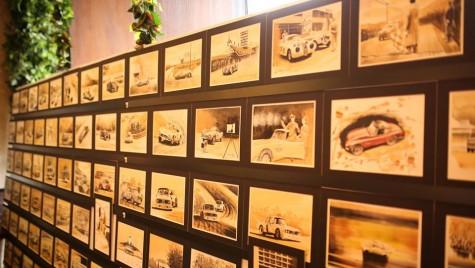101 de arome. Istoria BMW motorsport transpusă în picturi în cafea