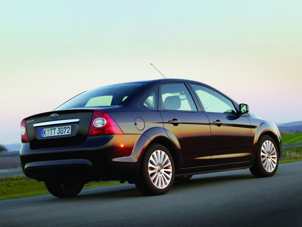 Ford-Focus_Sedan-2009-1600-07