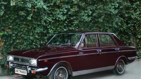 Mașina lui Nicolae Ceaușescu, abandonată pe o stradă din București