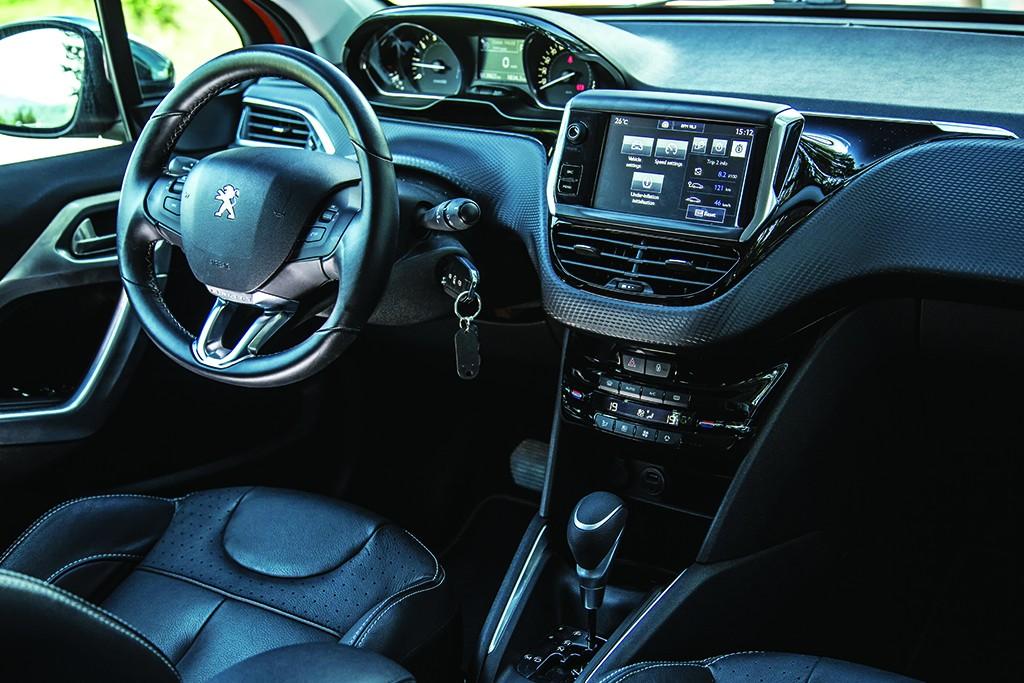 Peugeot 208 (2)
