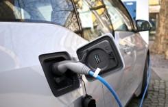 """Creștere de 125,8% pentru vânzările de mașini """"verzi"""" în România"""