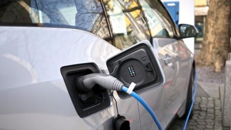 20 de milioane de euro pentru instalarea de prize dedicate mașinilor electrice