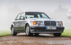 Mr.Bean își vinde două dintre mașinile de colecție