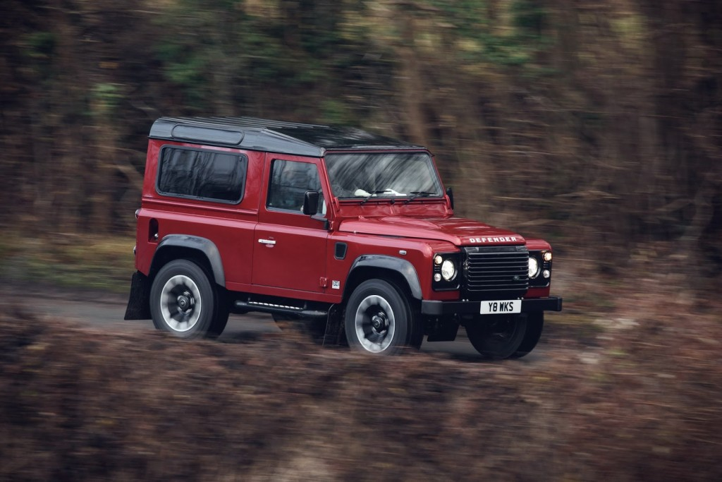 Land Rover Defender Works V8 (2)