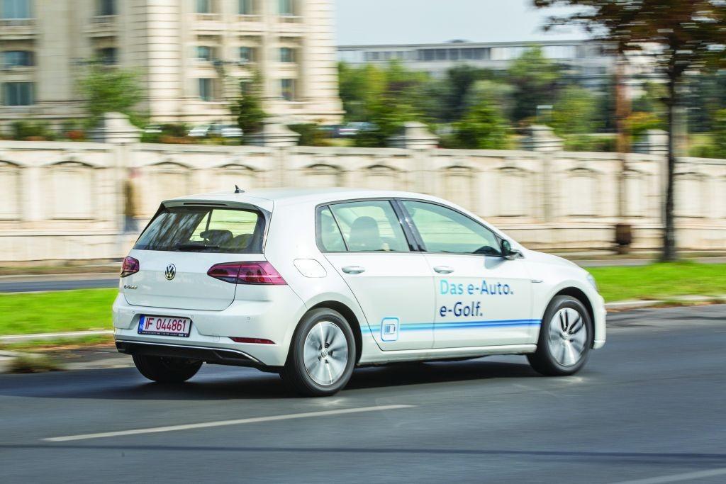 Peste un sfert dintre clienții de mașini electrice și hibrid plug-in din România au ales Volkswagen