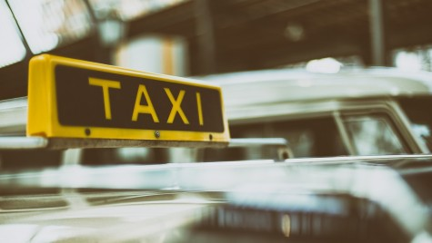 Fiecare taximetrist primește 3.000 de euro. Care este motivul?