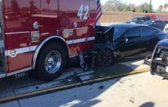 Ups! Tesla Model S intră sub o mașină de pompieri. Era pe Autopilot!