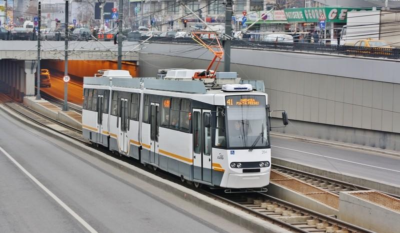 tramvai Firea bicicliști