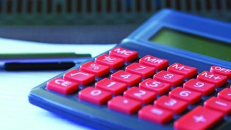 Cât costă asigurarea şi impozitul