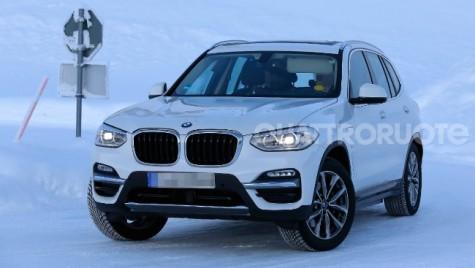 BMW X3 electric fotografiat în Scandinavia