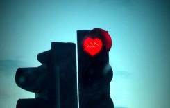 Peste 100 de semafoare din Buzău marchează Valentine's Day într-un mod inedit