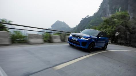 Un Range Rover bate timpul unui Ferrari pe drumul celor 99 de viraje din China
