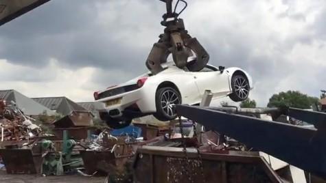 Un Ferrari 458 Spider de peste 200.000 euro, distrus în câteva secunde