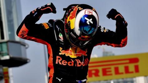Estul… sălbatic! Ricciardo câștigă Marele Premiu al Chinei după o cursă nebună
