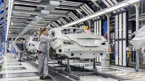 Să fie chiar el?  Mercedes-Benz A-Class Sedan pe linia de asamblare
