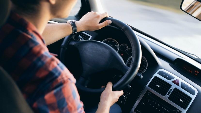 Omul- factorul care influențează consumul mașinii și posibilitățile de a face economii