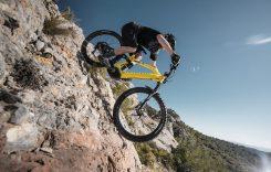 Peugeot construiește un mountain bike electric cu autonomie de 125 de kilometri