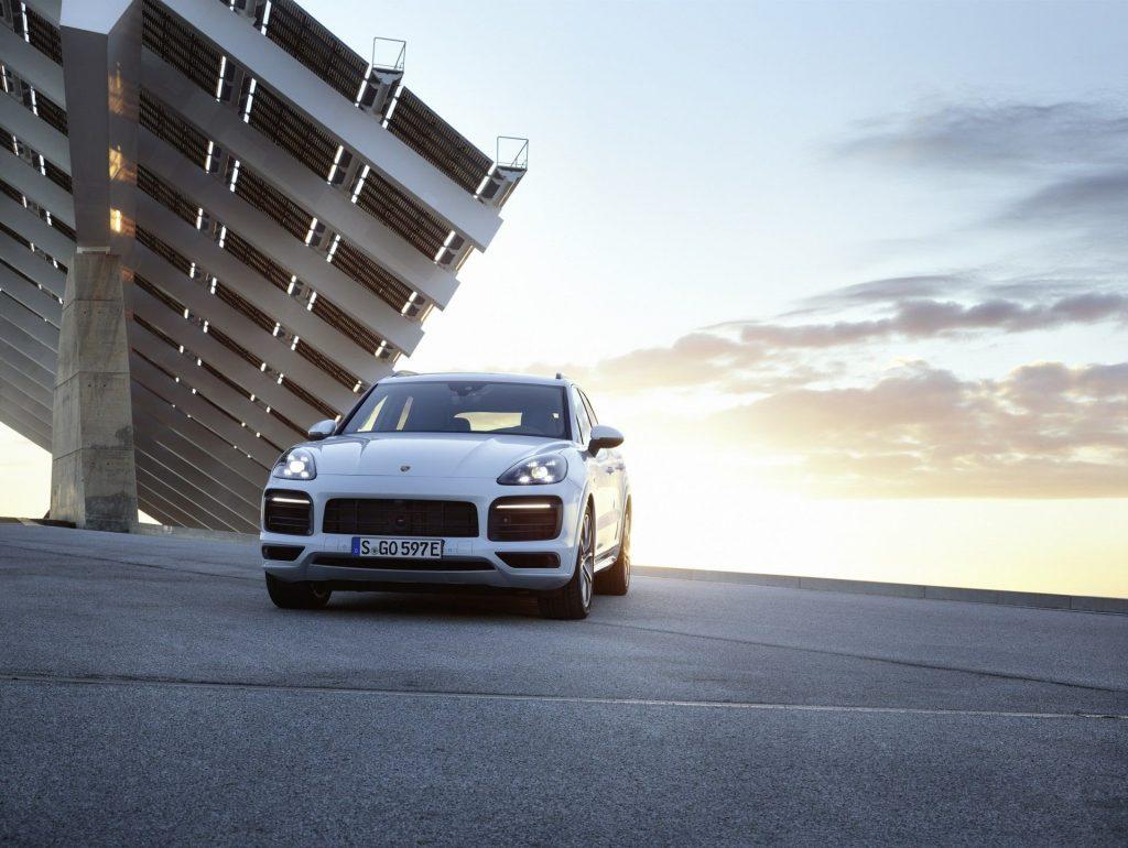 Porsche-Cayenne-E-Hybrid-2