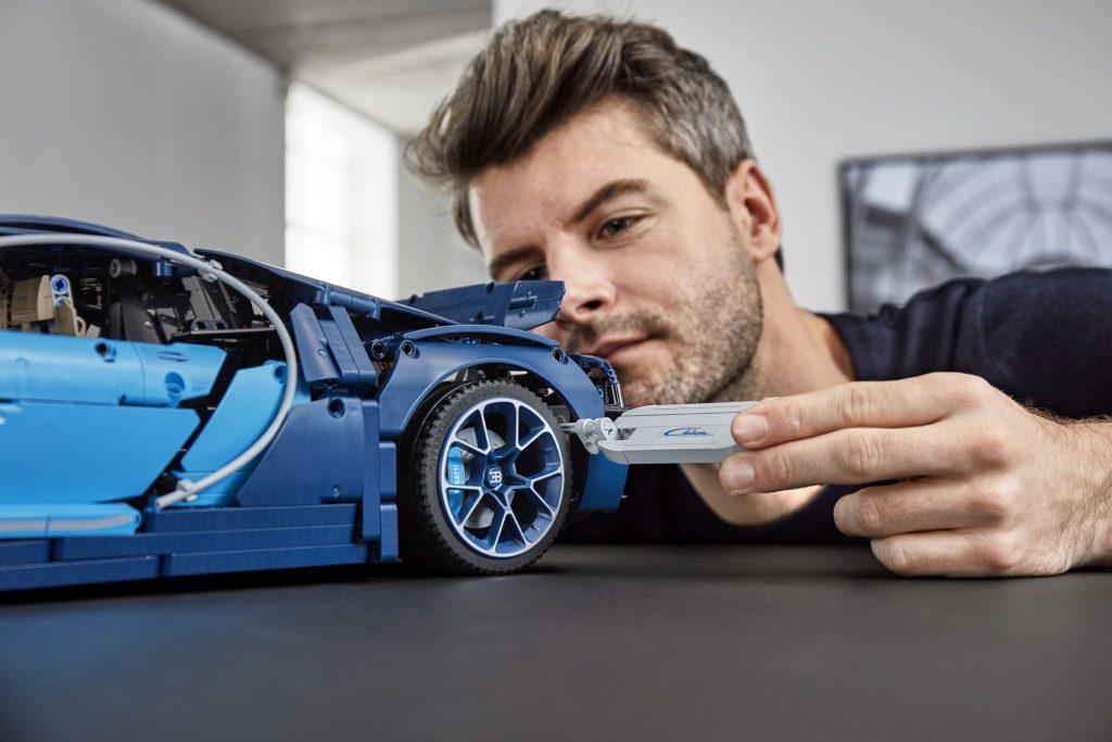 Bugatti Chiron LEGO Tehnic (9)