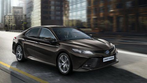 Toyota Camry se întoarce în Europa cu propulsie hibridă